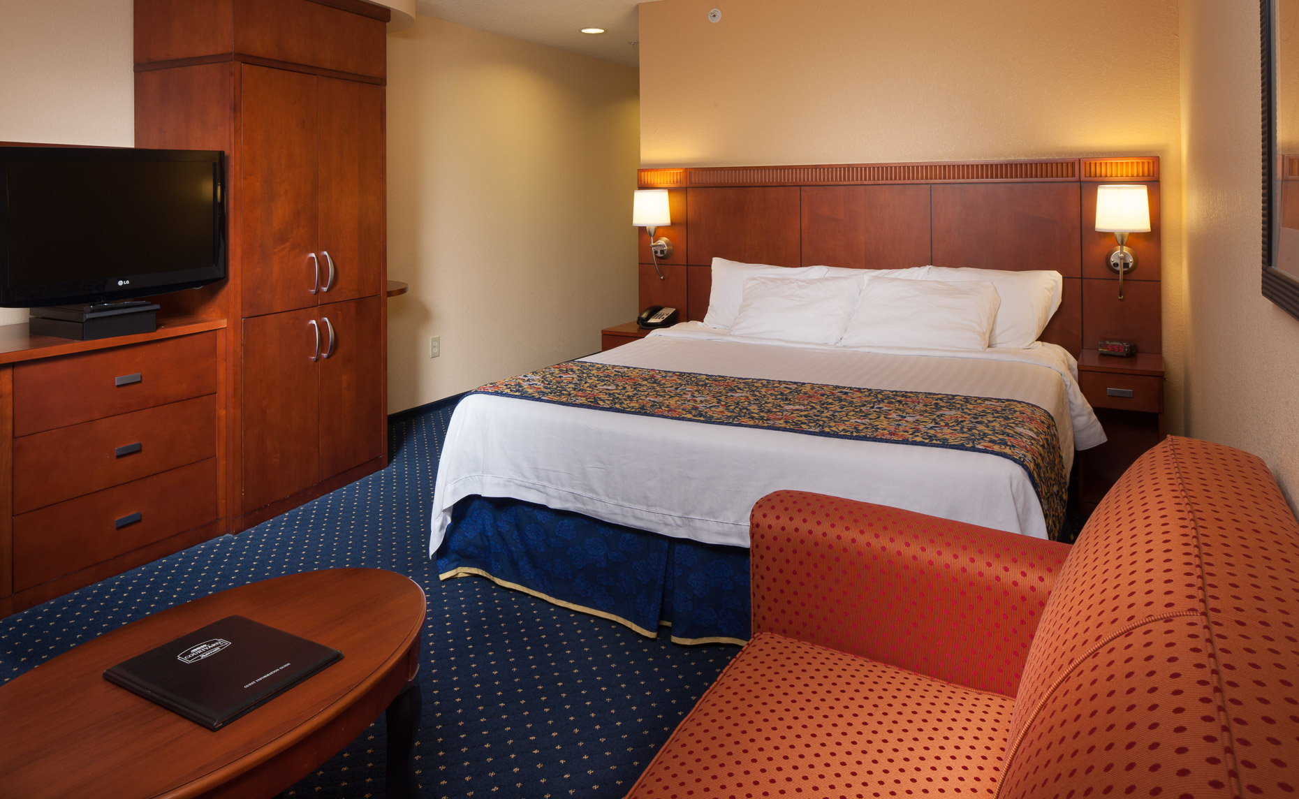 Courtyard Marriott Guest Room - Mark Borosch Photography - Prattville, AL